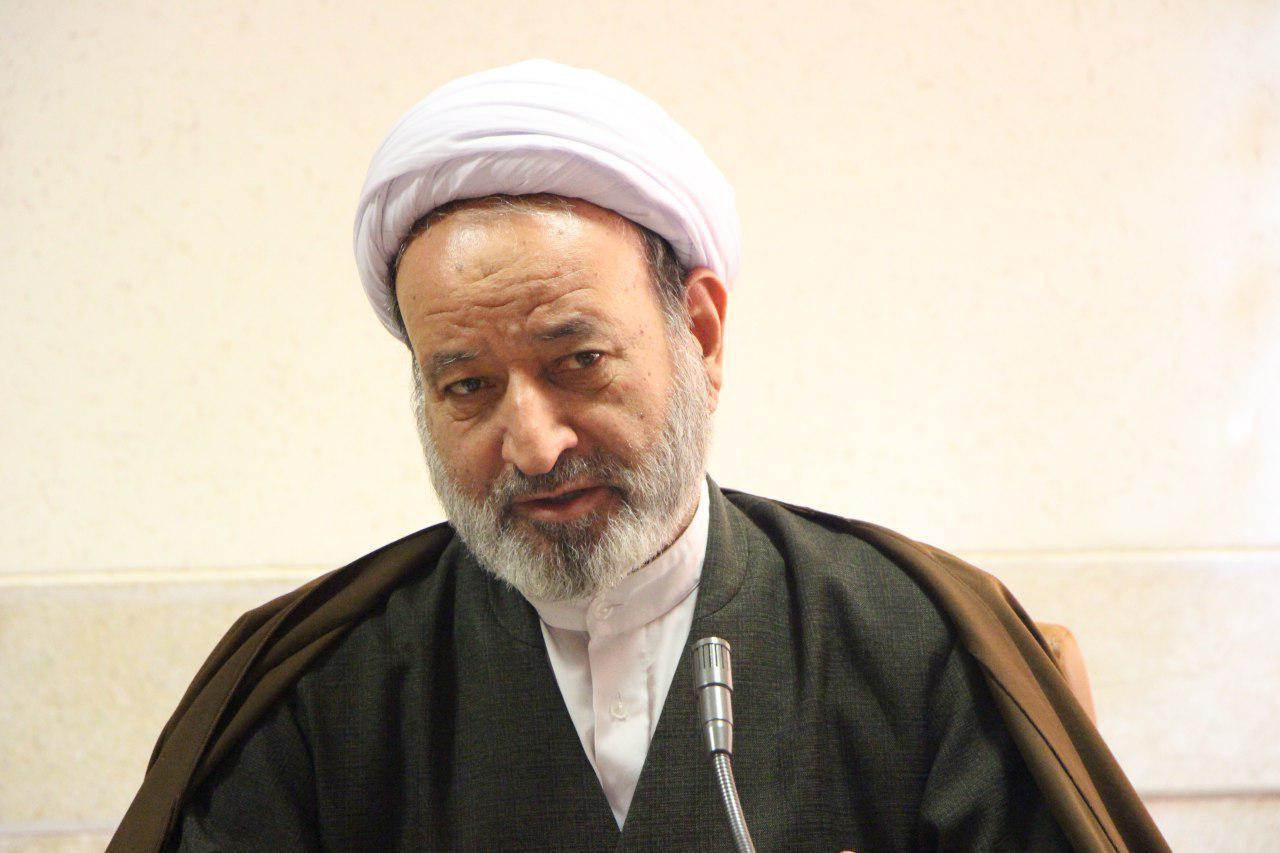 انتقاد امام جمعه اردستان از کوتاهی برخی مسئولان در انجام امور مردم