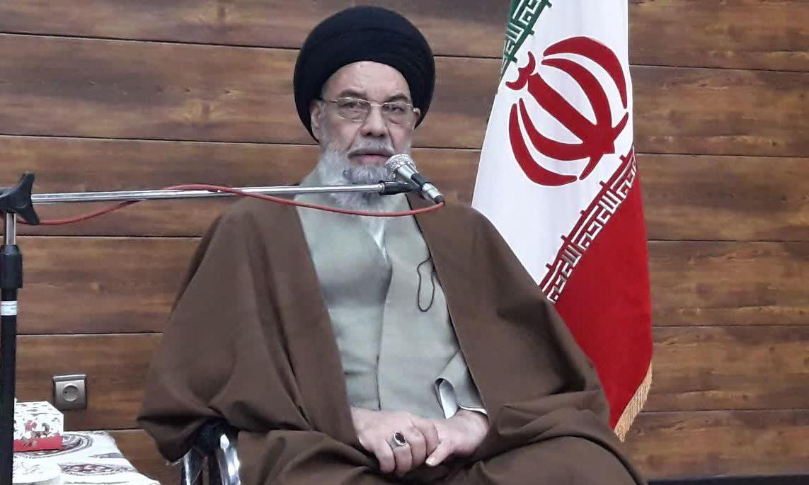 ملت ایران با تمام مشکلات روی پای خود ایستاده است