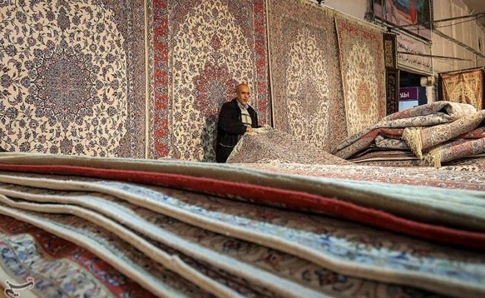 صنعت فرش دستباف در اردستان با رکود مواجه شد/سایه تحریمها بر سر صنعت فرش دستباف