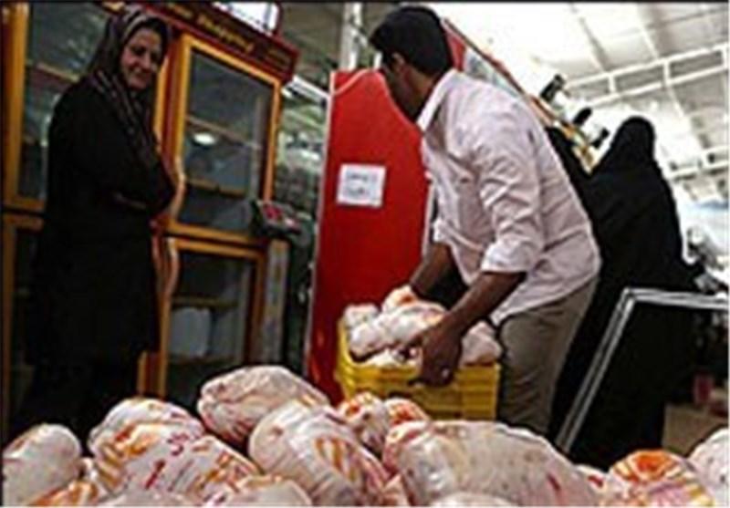 قیمت مرغ در قطب تولید اصفهان بالاتر از دیگر استانها است/دستگاههای نظارتی چه پاسخی دارند؟