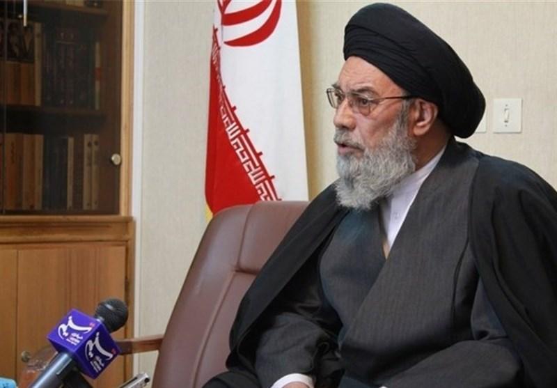 انتقاد امامجمعه اصفهان از وجود بیتدبیری در رفع مشکلات/ اقتصاد ایران باید بر روی پای خود بایستد